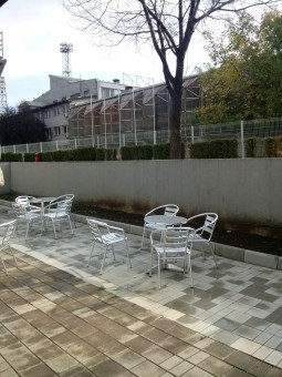 Yard_with_garden_furniture,_Belgrade,_2013