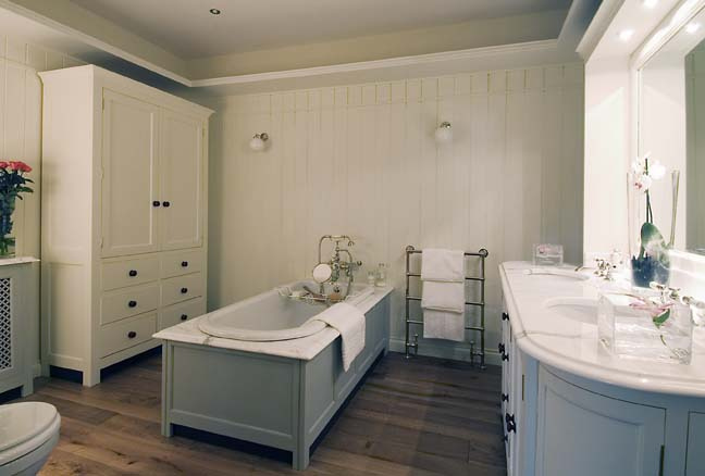 Bathroom Furniture: A Renovation Doesn't Stop At The Suite