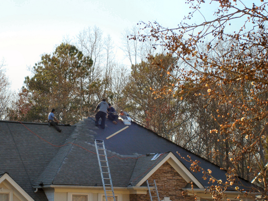 Roofing Tips – Should I Replace Or Just Repair?
