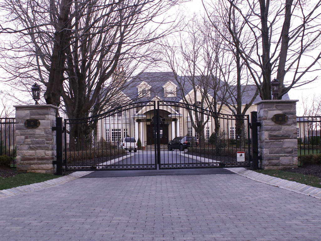 Three Good Reasons To Install A Gate On Your Driveway