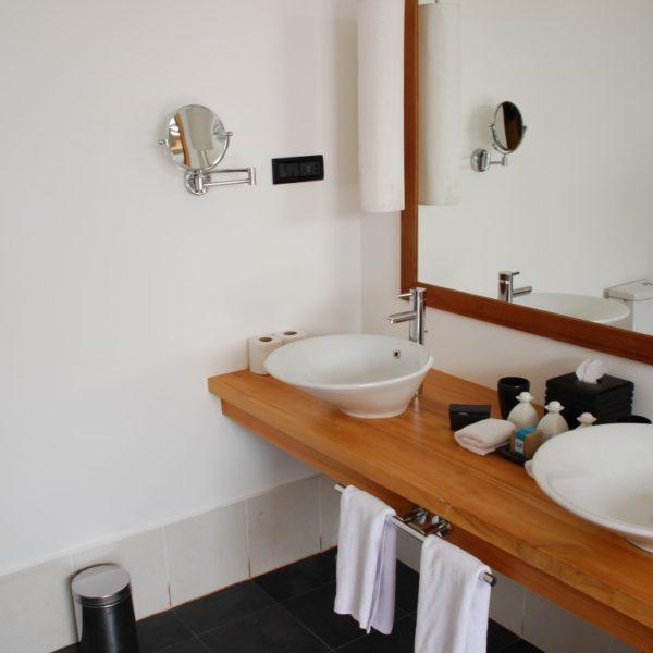 Five Simple Ways to Brighten Your Bathroom