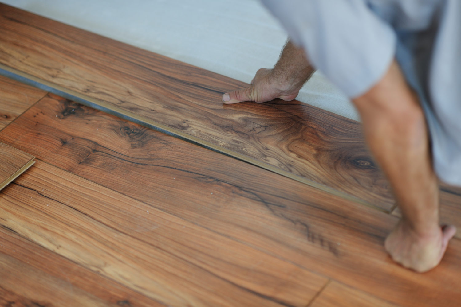 enjoy the beauty of hardwood with the endurance of laminate flooring